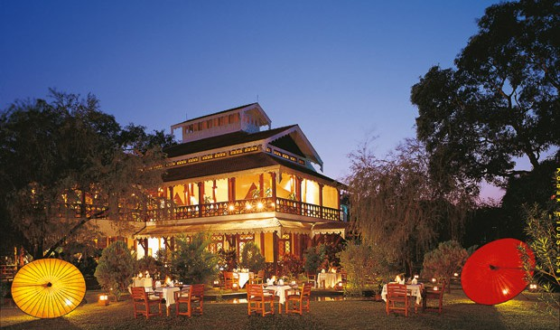 Night-time-restaurant-outdoors